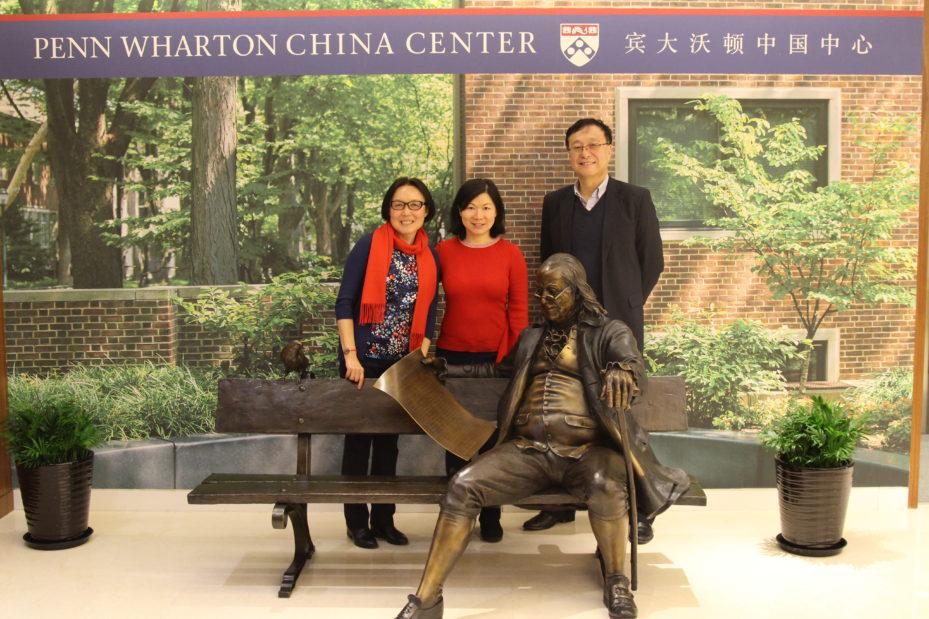 从左至右:姜倩(宾大化学系博士,1991年),王雷,华桦(沃顿校友,宾大沃顿中国中心董事总经理)