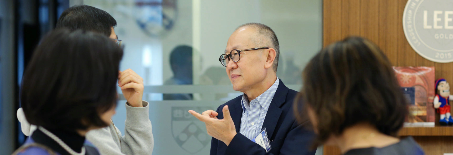 Robert Zou talking with attendees at the 3rd annual Penn Wharton Entrepreneurship Beijing Alumni Dinner.