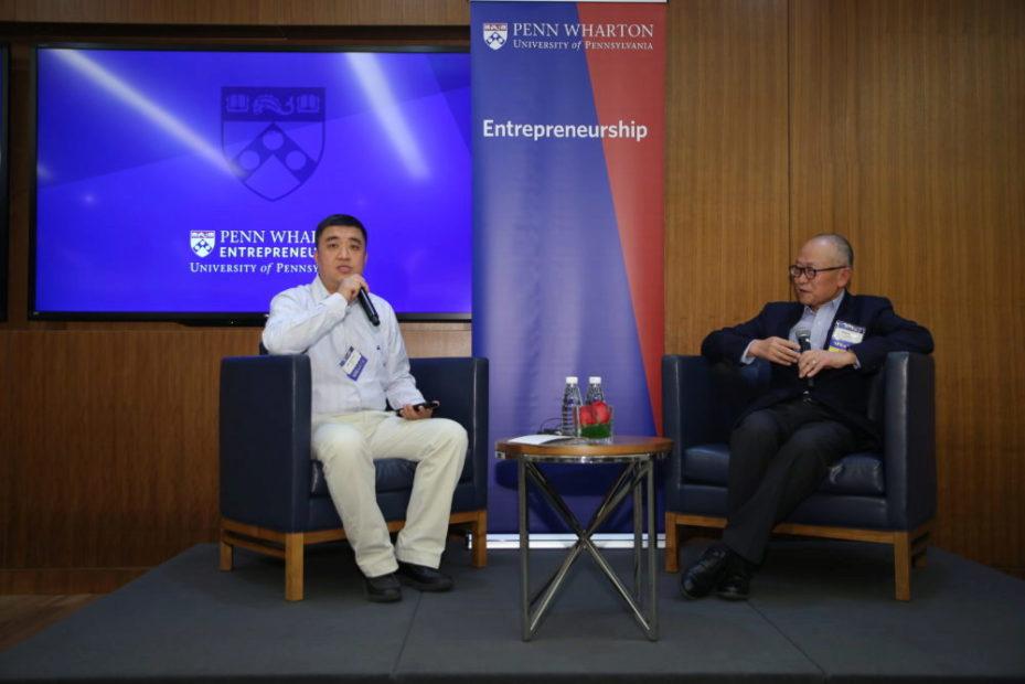 邹其芳先生(右,沃顿MBA94级校友)与毛颖先生(沃顿MBA11级校友)在宾大沃顿中国中心进行炉边座谈,分享自己在中国成功创业的经验之谈。
