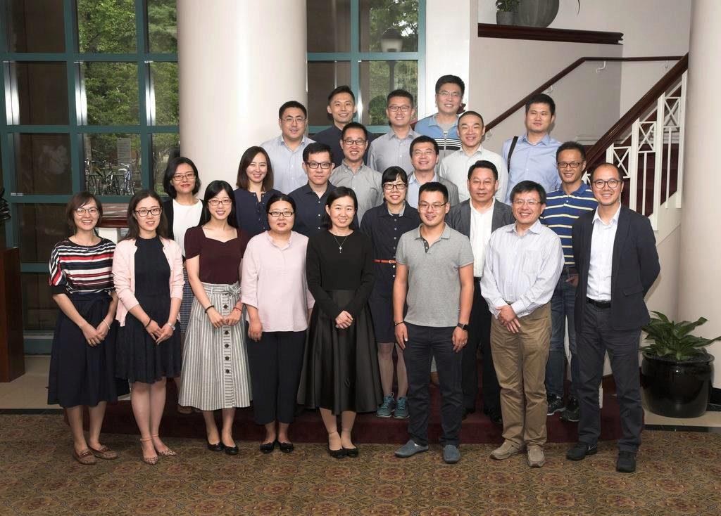 参与首届WRDS卓越学者计划的中国机构受邀学者合影。